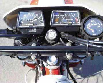 XT-Cockpit mit Öltemperaturanzeige